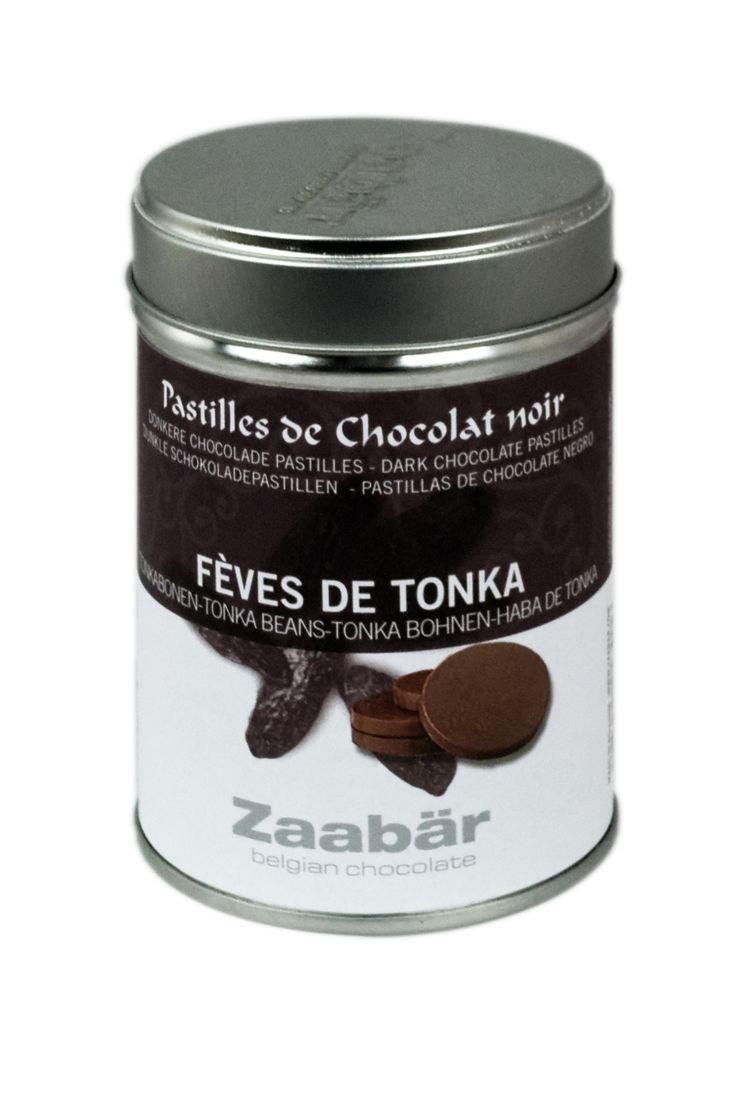 Zaabär Chocoladeflikjes met Tonkabonen  Pure chocolade met tonkabonen. Nog grotendeels onbekend in Europa, tonkabonen zijn afkomstig uit Zuid-Amerika. Hun zoete smaak, die aan amandelen of hooi doet denken, combineert zich heerlijk met chocolade. Tonkabonen bevatten ook sporen van kruiden, honing en karamel. Een aroma dat je graag wilt ontdekken…