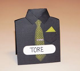 Jeg har laget bordkort, som er formet som en skjorte med slips. Under her finner du en mål på skjorta...men her er det ikke så veldig...