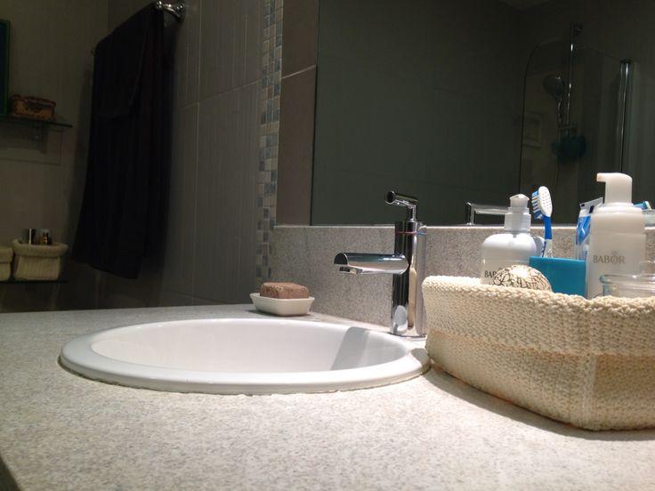 Dubai flat ensuite bathroom detail