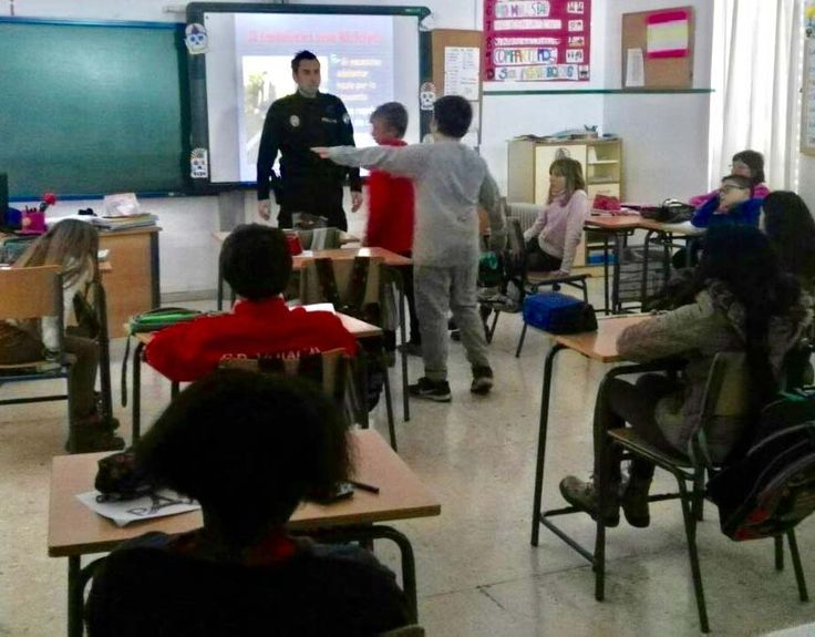 Mojácar Police Give Safety Classes At School - http://www.theleader.info/2018/03/11/mojacar-police-give-safety-classes-school/