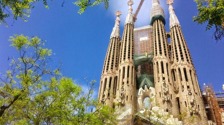 Barcellona l'incantatrice: 5 cose da fare assolutamente in città  http://www.travelstories.it/2014/06/5-cose-da-fare-a-barcellona.html  #barcellona #spagna #sagradafamilia #viaggi #gaudi