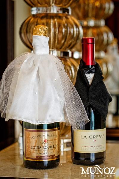 Wine bottle bride groom too cute breakers loves for Cute wine bottles