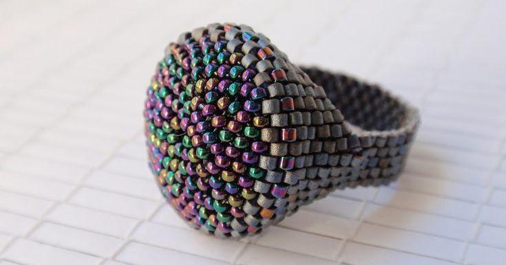 Un fantástico modelo de Toti kokobola que he realizado en delica gris mate y rocalla metalizada púrpura irisado. Queda grande y genial.     ...