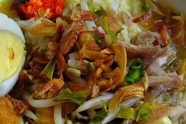 Resep bumbu soto banjar dan cara membuat soto ayam banjar. Resep bumbu soto banjar memang cukup unik, itulah sebabnya cita rasa masakan soto banjar ini memang spesial dan tidak ada bandingannya - Resep Masakan Indonesia - Indonesian Food Recipes - Indonesian cuisine