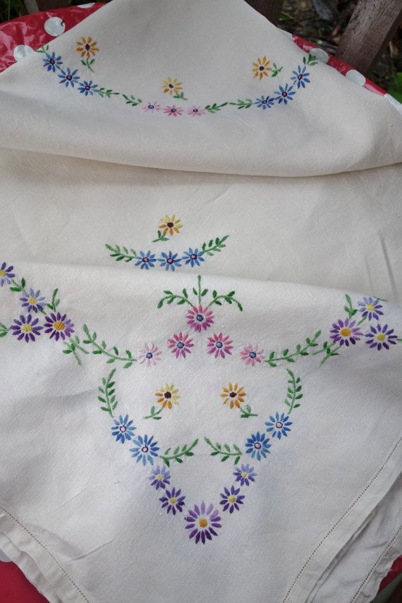 pretty vintage many daisies hand embroidered by seasidegirl49