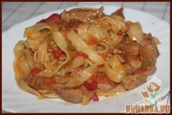 Лапша со свининой и овощами в кисло-сладком соусе