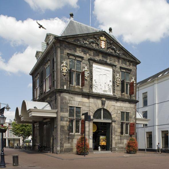 De Goudse Waag uit 1668. Tegenwoordig in gebruik als Kaas - en Ambachtenmuseum.