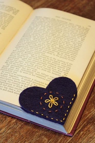 felt heart bookmark (links to pattern) | diy + crafts