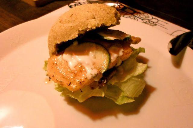 Ørredburger med sennepsløg og hjemmelavet remoulade / Trout burgers