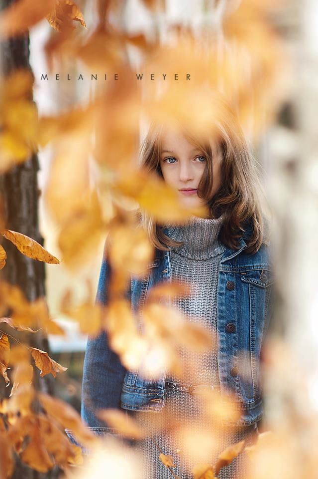 children's photography - love the framing with leaves!