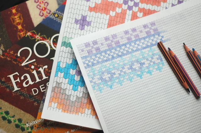 knitting paper by this lyre lark - free printable to make your own fair isle or color block designs - or just nice colouring pages for grown ups ;).