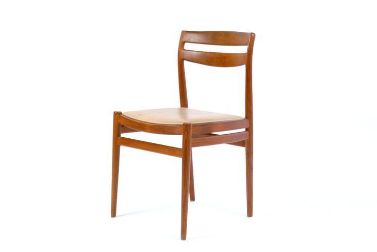 PETIT Stol utopiaretromeodern.com - designer: Torbjørn Afdal, produsent: Nesjestranda Møbelfabrikk, periode: c. 1960, Sett av 6 stoler i teak og skinn.