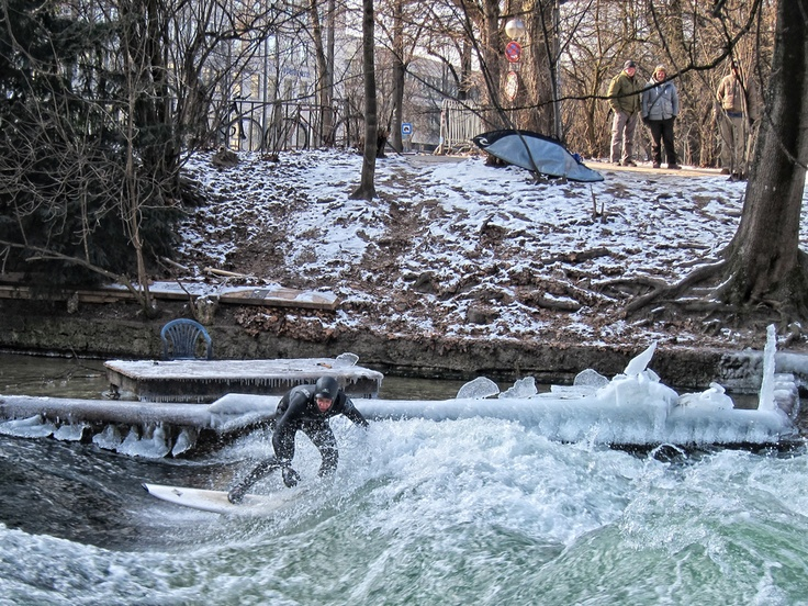 It's deep freezing in downtown Munich at -10°C (14°F) - but a true surfer never gives up!