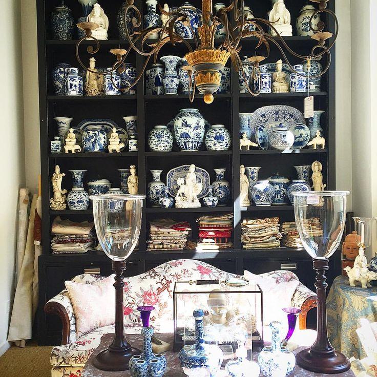 Shopping NY w/ @erichughesdesign and John Roselli is giving me @marymcdonaldinc vibes #blueandwhite #blancdechine