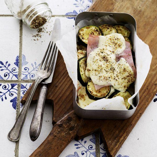 Gratinerede squash med skinke og mozzarella