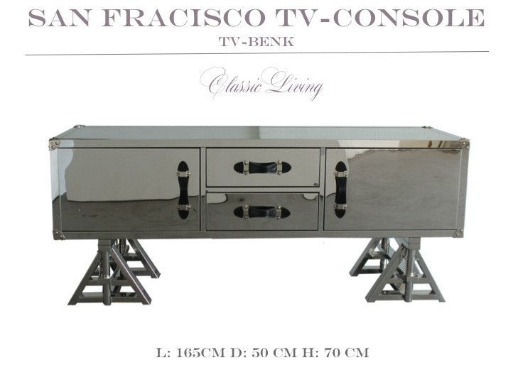 San Francisco TV-Console/TV bord i rustfritt stål fra Classic LIving. Nydelig TV BENK i rustfrittstål med glassplate på toppen for god beskyttelse. Skuffene trukket i sort velour og håndtakene er i sort skinn. Det er laget 4 hull til TV/Stereo kabler på baksiden   https://classic-living.no/collections/bord/products/san-francisco-tv-console