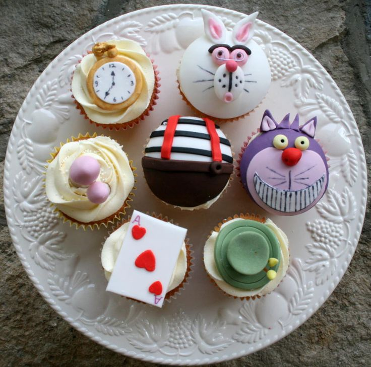 Mad hatters tea party cupcakes - Cake by Alison Lee