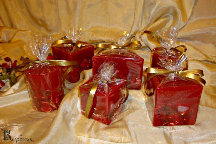 Κόκκινη σειρά με αποξηραμένα λουλούδια και πέτρες με άρωμα αχλάδι