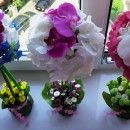 pomisor multicolor din orhidee, santini si hortensii