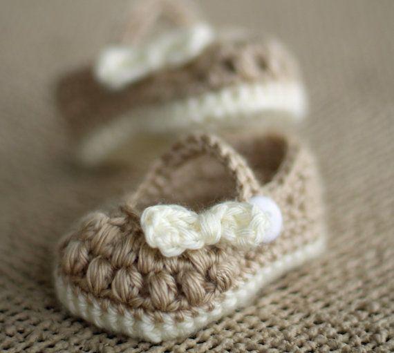 Ganchillo patucos  botitas de bebé niña  Little Bo por TheBabyCrow, $15.00
