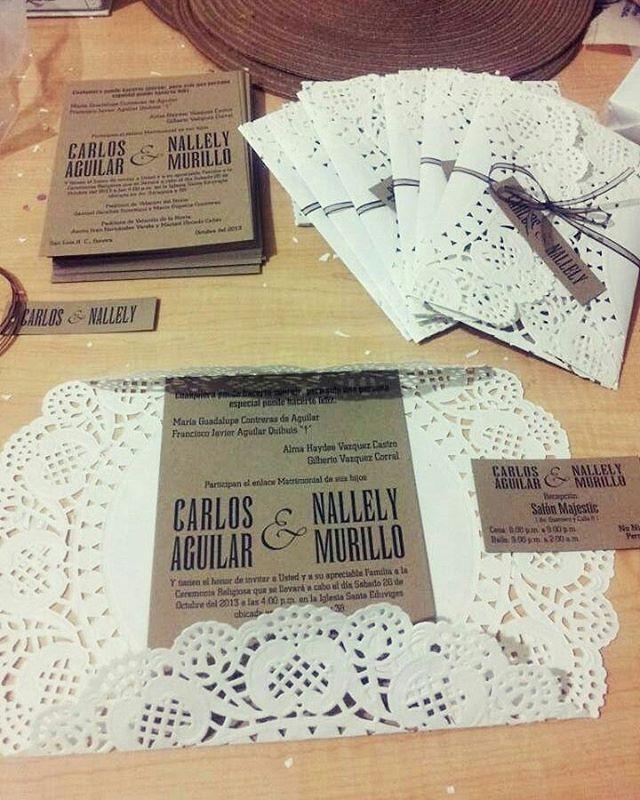 Las invitaciones representan la carta de presentación de tu celebración. En esta oportunidad  les mostramos una invitación sencilla pero hermosa al estilo vintage ♡ #Moments #Momentos #eventplanner #wedding #WeddingPlanner #vintagestyle #vintage #invitation #Maracaibo #Zulia #Venezuela #eventos