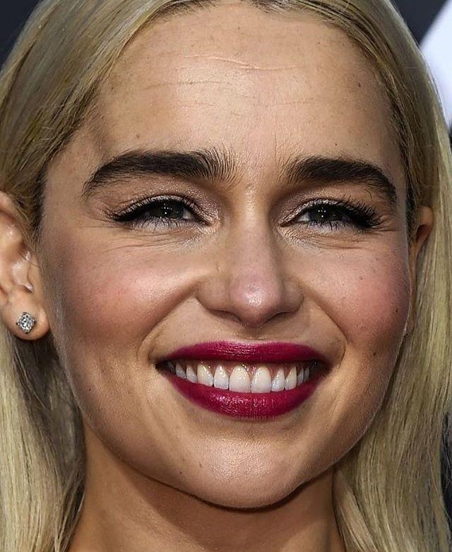 наконец, эмилия кларк фото без макияжа извини идиотский