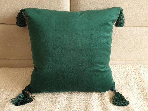 Emerald Green Velvet Pillow Cover With Tassels Green Zippered Etsy Green Throw Pillows Green Pillow Covers Green Pillows