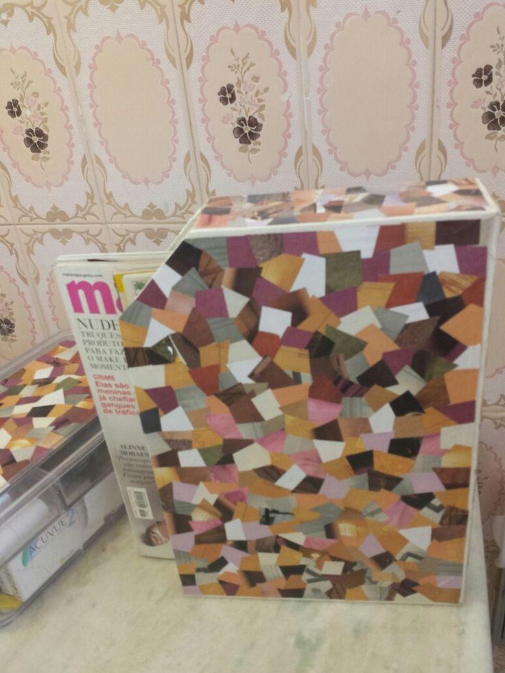 Revisteiro com caixa de cereal revestida com papel de revista. Mesmo revestimento na tampa do porta-maquiagem