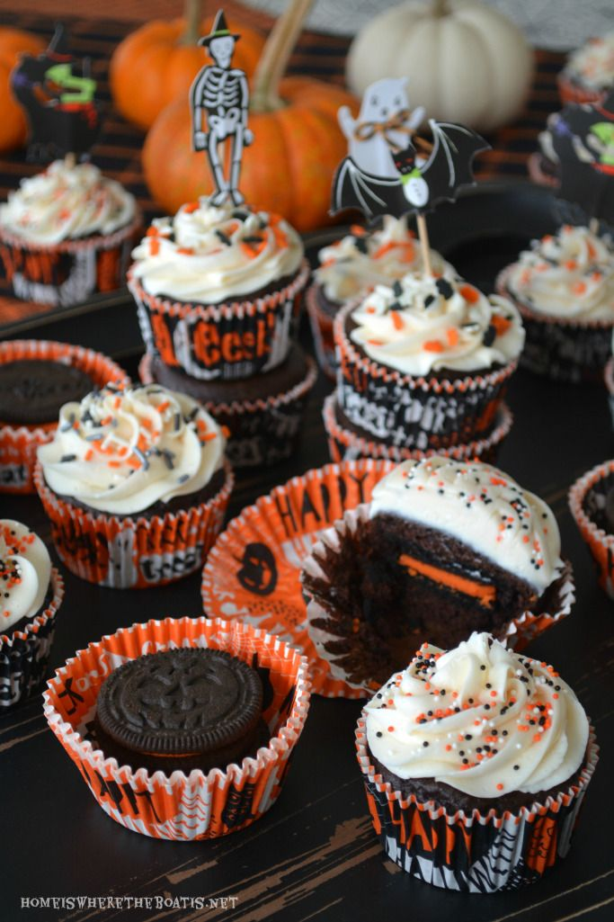 Halloween Oreo Surprise Inside Cupcakes! | homeiswheretheboatis.net #Halloween…