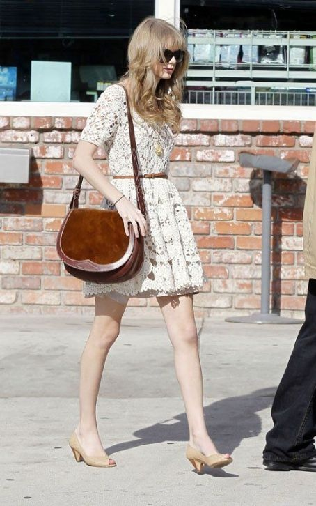 Taylor Swift Fashion and Style - Taylor Swift Dress, Clothes, Hairstyle - Page 7