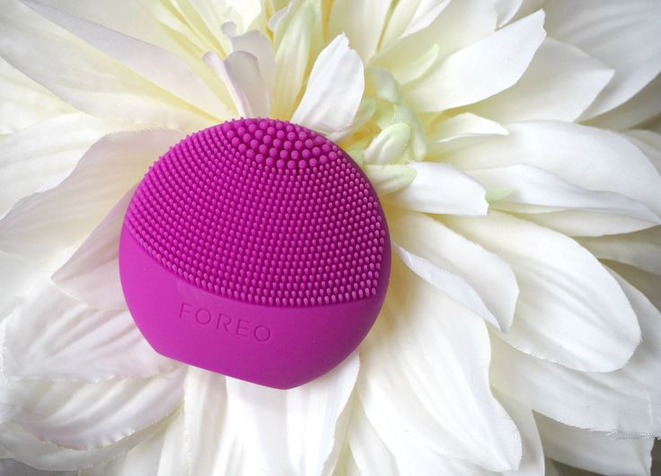 The Smallest & Most Affordable FOREO Cleansing Brush Ever: NEW Luna Play | London Beauty Queen