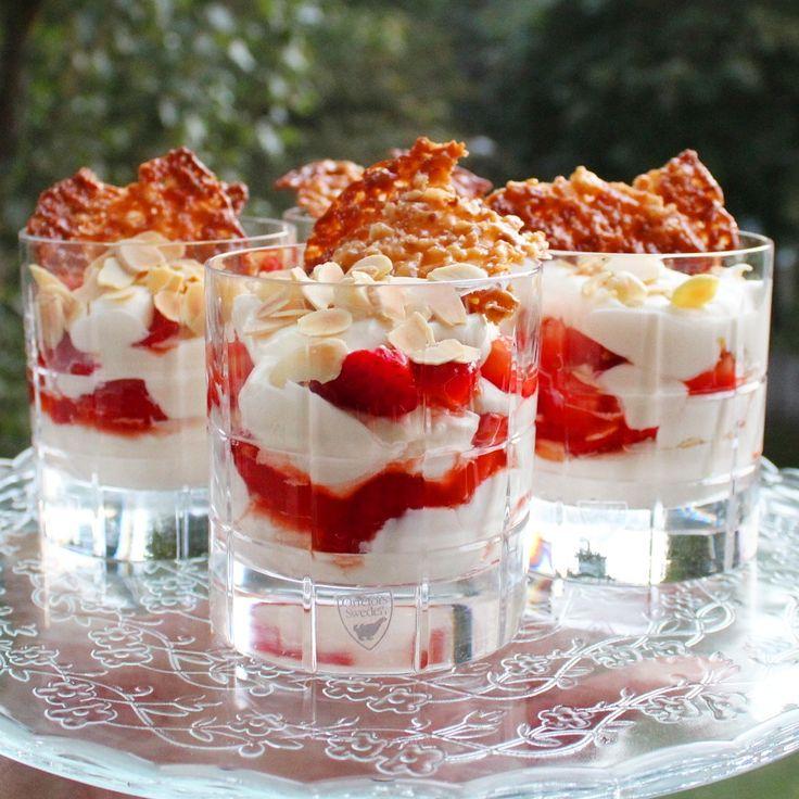 Mascarponedröm med jordgubbar och amaretto | Daniel Lakatosz matblogg