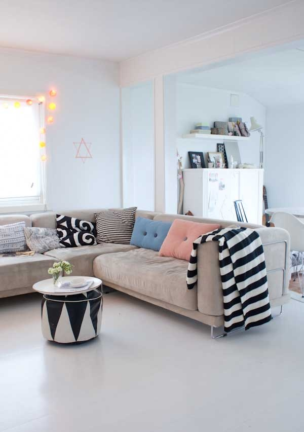 Replace the pink and light blue with emerald and bright pink, and it's what I want my livingroom to look like. <3