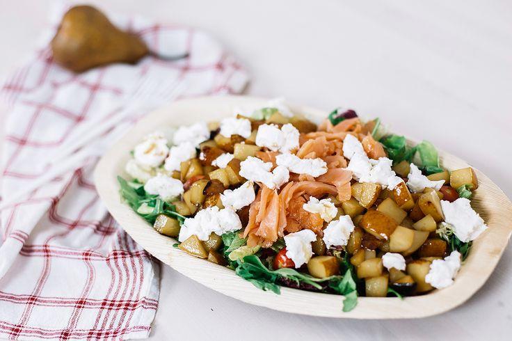 Körtés, kecskesajtos saláta mézzel. Találj meg minket YouTube-on: https://www.youtube.com/channel/UCstjg_9RN9mXvmv4GCu6zNQ   This is a yummy goats cheese and pear salad with smoked salmon. Find recipe on YouTube: https://www.youtube.com/channel/UCstjg_9RN9mXvmv4GCu6zNQ  You'll love it! #kecskesajt #goatscheese #saláta #salad #goatcheese salad #foodie #easy dinner #easy lunch #ebéd #vacsora #healthy #lifestyle #recipe #amazing #goodfood #recept #könnyű saláta #körte #körtés saláta