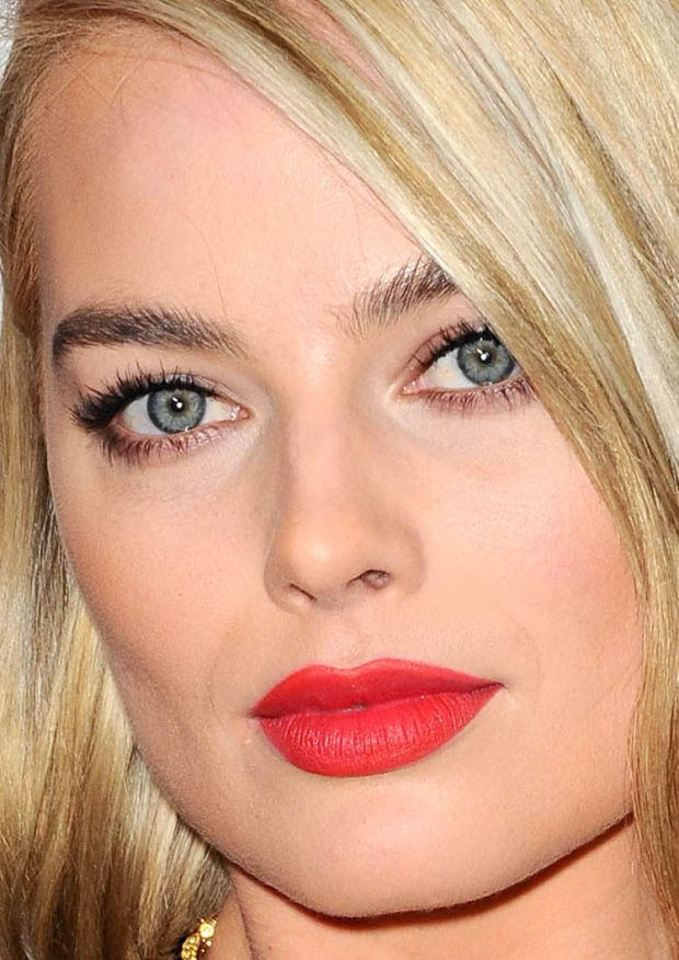 Close-up of Margot Robbie at the 2015 Oscars. http://beautyeditor.ca/2015/02/23/oscars-2015