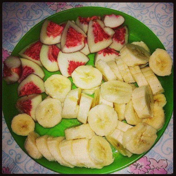 Healthy again ;) #healthy #fruit #banana #nectarine #food #dinner #bonapetit