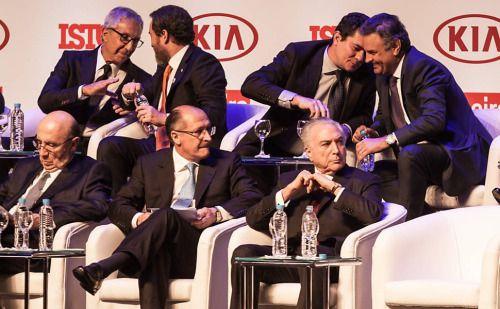Tucanos desabam em pesquisa eleitoral: Aécio Neves vai a 1%, Sergio Moro com 2% e Alckmin e Doria 4%  Depois das Delações contra o Aecio Neves(MG) e Geraldo Alckmin(SP) ambos despencaram em pesquisas , o mineirinho caiu para 1% disputando com Zé Maria e seu companheiro de propina Pastor Everaldo, já o Santo 4%, João Dória(SP) com suas lambanças em SP não deslancha e popularidade do Juiz Sergio Moro (PR) também despenca por conta da perseguição ao Presidente Lula e conta com apenas 2% da…