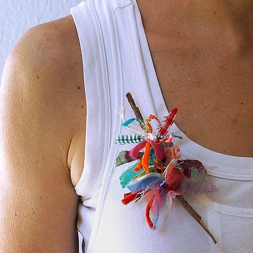 RecyCrafts.com es la revista online de referencia del mundo del reciclaje y el DIY en habla hispana. Un portal lleno de ideas sobre reciclaje creativo y sostenible, proyectos paso a paso y propuestas creativas. Kintsugi, Diy, Crafty, Handmade, Decorated Bottles, Christmas Crafts, Crochet Stitches, Hand Embroidery, Hand Made