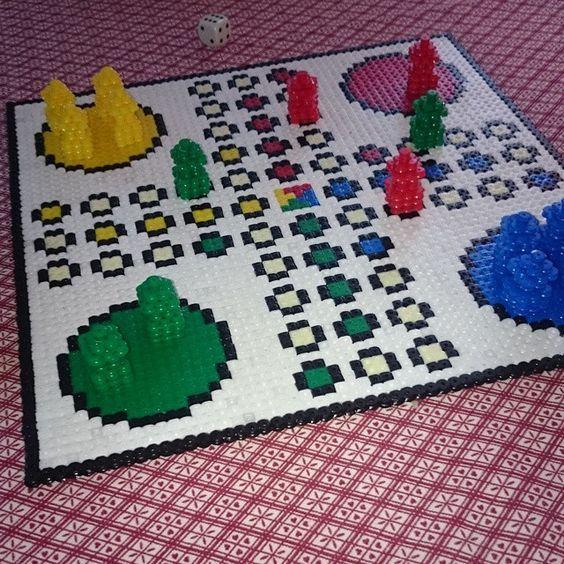 pärla, pärlplatta, pärlplattor, mönster, pärlplattemönster, 3D, fia med knuff, spel, brädspel