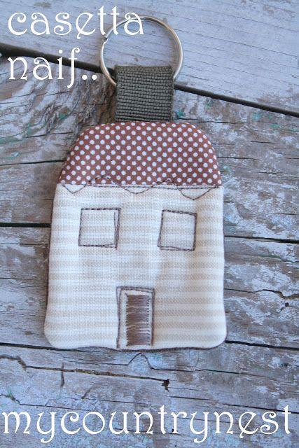 Portachiavi casetta: gadgets per Meet the Blogger http://www.mycountrynest.org/