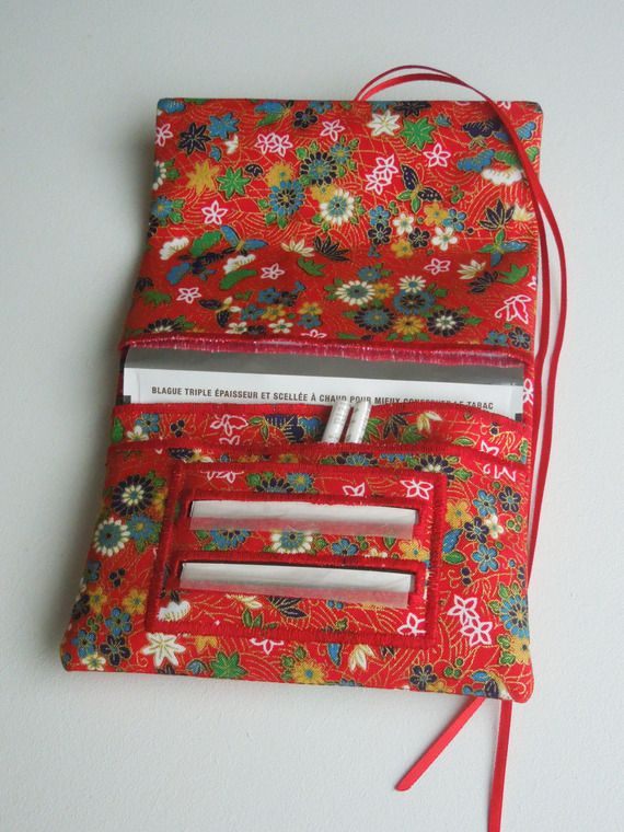 Blague à tabac / pochette à tabac pratique en tissu japonais rouge motifs papillons et petites fleurs