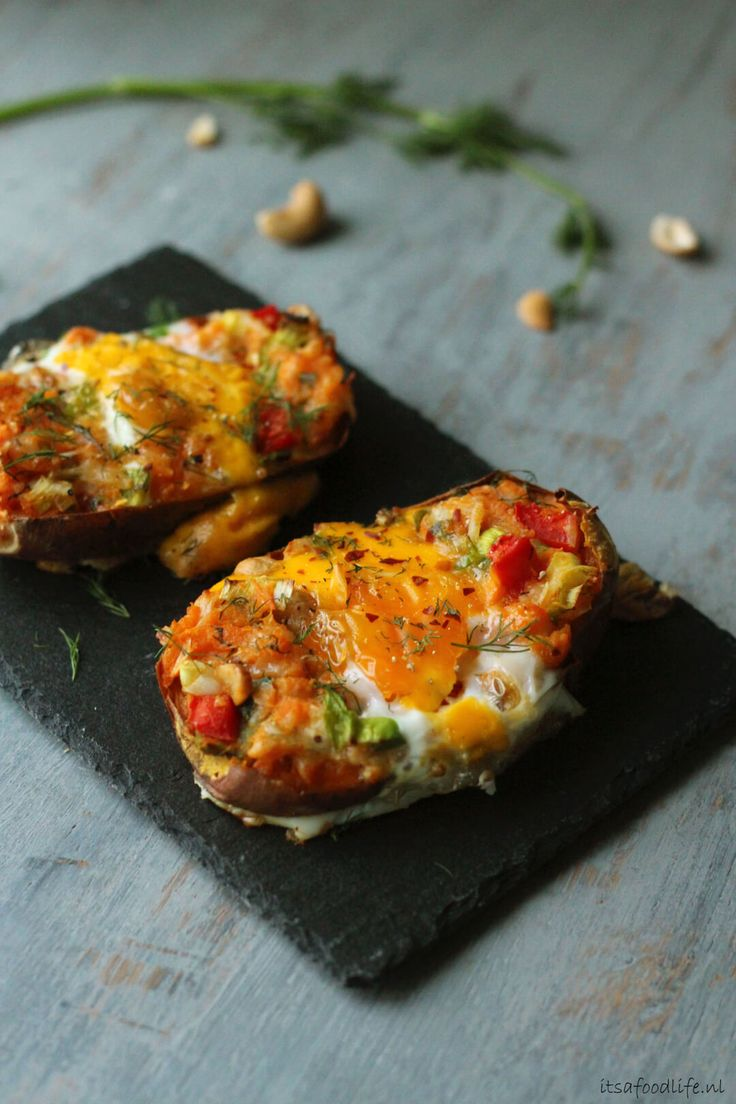 gevulde zoete aardappel uit de oven met ei en dille   It's a Food Life