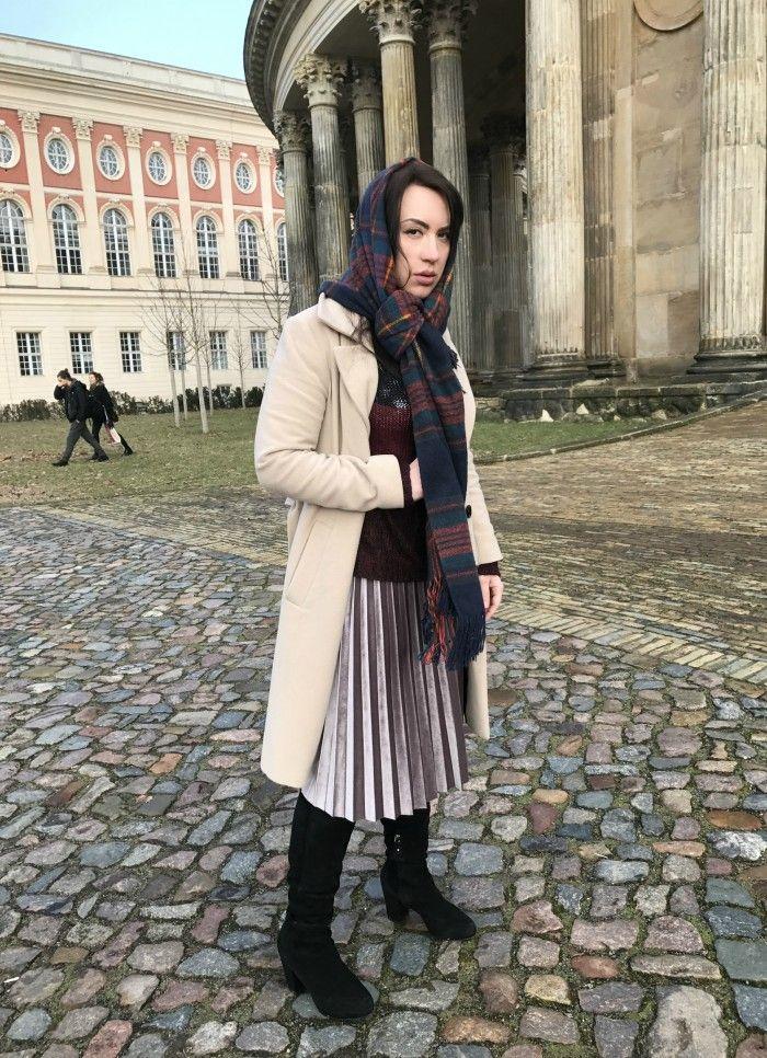 Velour skirt | Kosher winter look | University of Potsdam