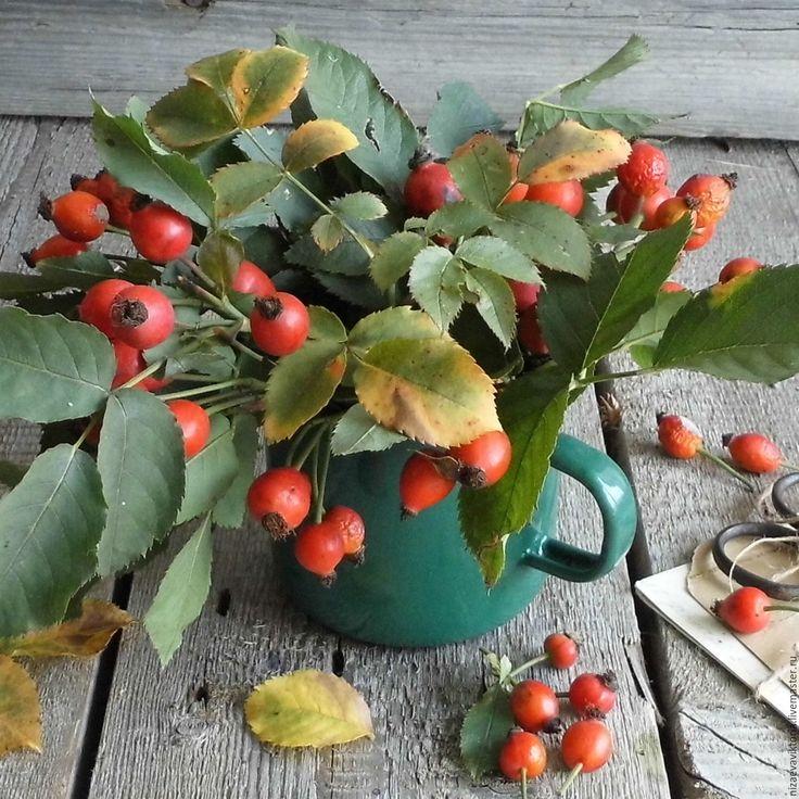"""Купить """"Зимний шиповник"""" Деревянная тарелка ОЛЬХА - винтаж, кантри, деревянная тарелка, ярко-красный"""