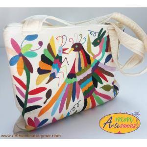 $950 www.artesaniasmarymar.com Bolsa Blanca con Bordados de Tenango  ideal paraLap-Top .