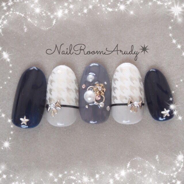 navy and white  nail art