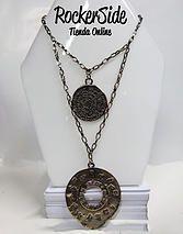 Collar doble con medallas. $20.000 Adquierelo en www.rockerside.com Envíos a todo Colombia, aceptamos todos los medios de pago