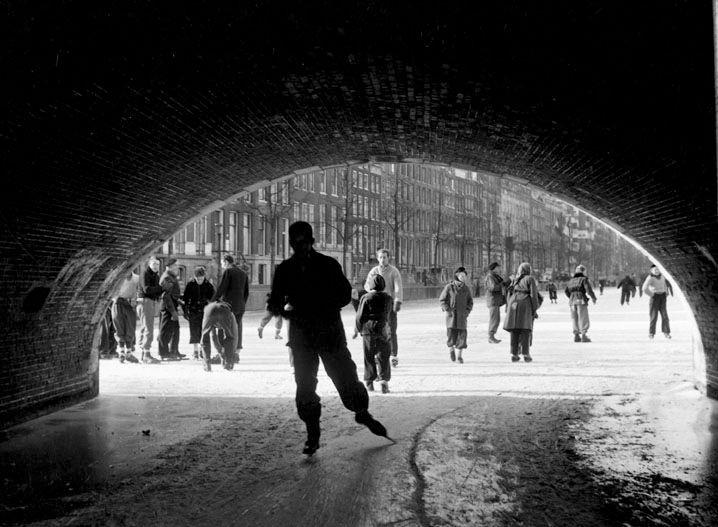 """ Ice-Skating under the Bridge "" Amsterdam, 1949-1952. photo: Kees Scherer"