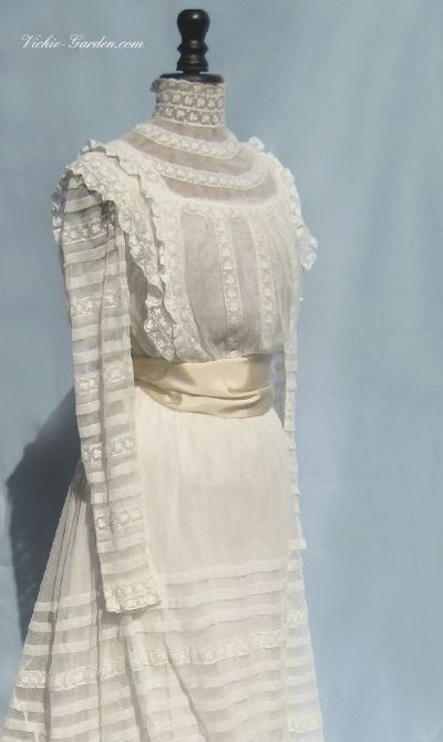 Antique wedding dress of cotton tulle, 19th c