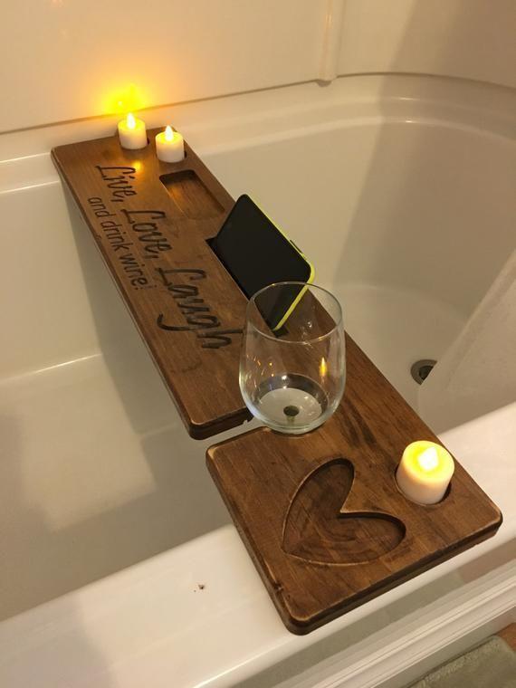 Bath Caddy With Tablet Holder Wine Glass Holder And Free Engraving Kerzen Ideen Bath Caddy With Tablet Holde In 2020 Weinglashalter Mobel Zum Selbermachen Glashalter